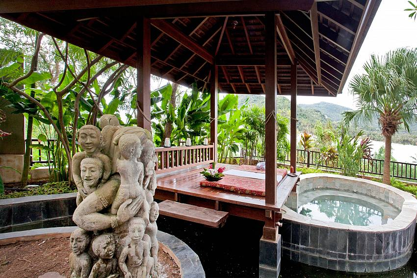 Thai Sala with jacuzzi and sea view-Amaroo Villa_Laem Sor_Samui_Thailand