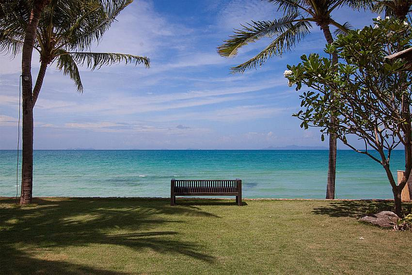 lawn from the house to the beach-Villa Alkira_Lipa Noi_Samui_Thailand