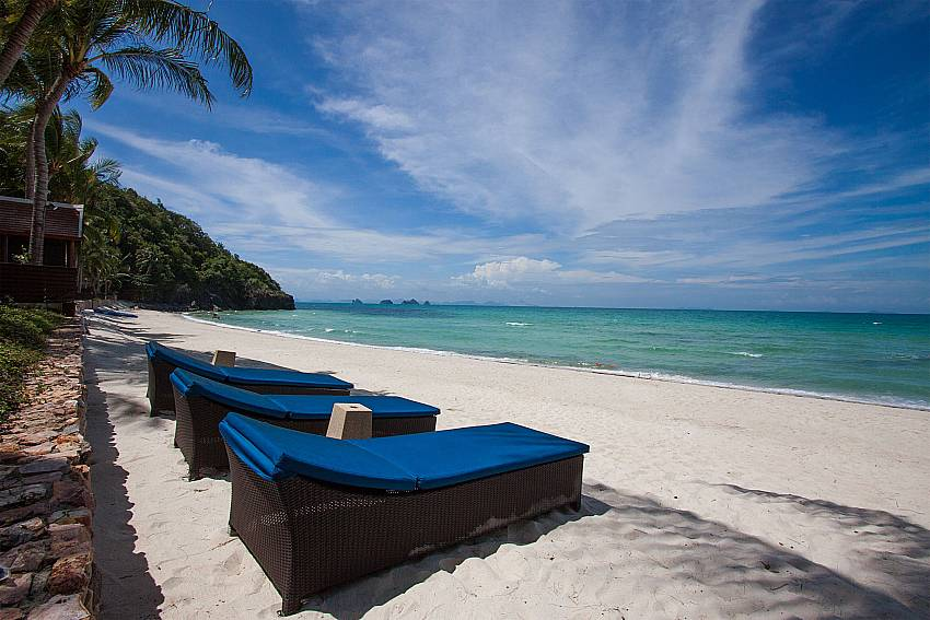 Idyllic beach direct in front of-Villa Alkira_Lipa Noi_Samui_Thailand