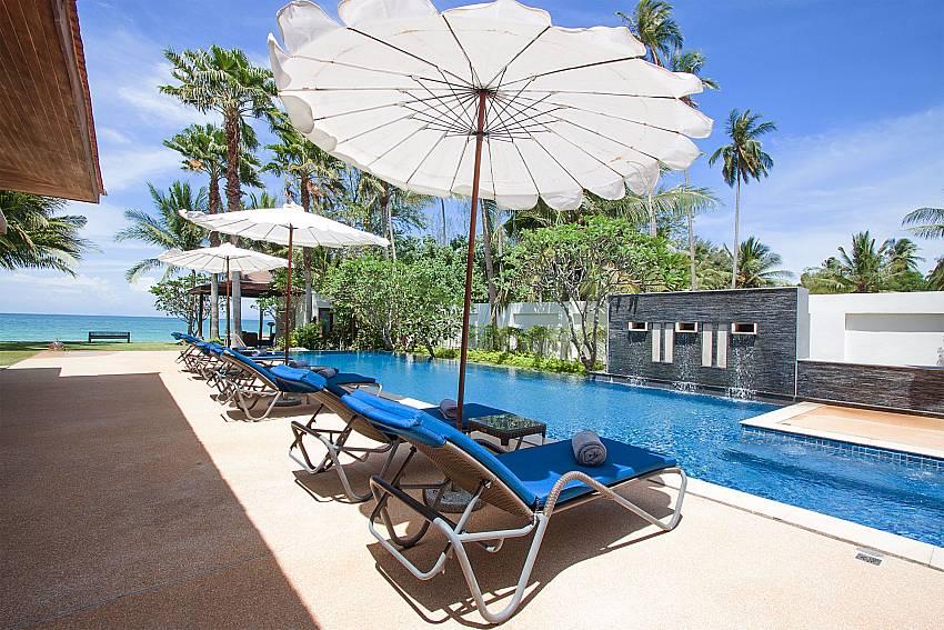 comfortable sun beds by the pool-Villa Alkira_Lipa Noi_Samui_Thailand
