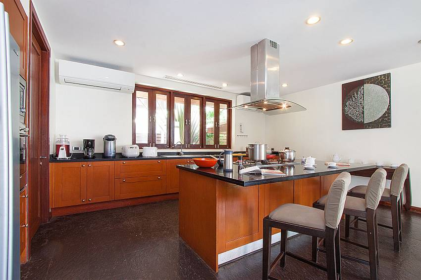 high standard kitchen-Villa Alkira_Lipa Noi_Koh Samui_Thailand