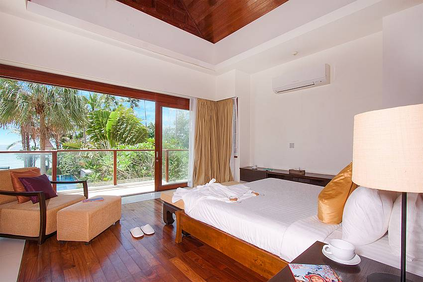 1. Bedroom with pool and sea view-Villa Alkira_Lipa Noi_Samui_Thailand