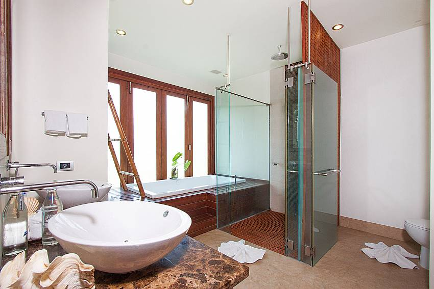 1. en suite bathroom at-Villa Alkira_Lipa Noi_Koh Samui_Thailand