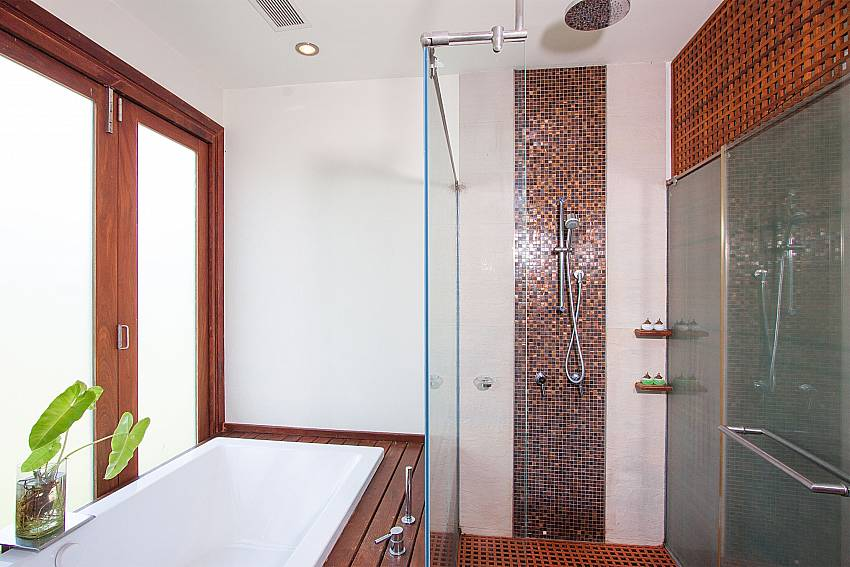 top modern bathrooms in-Villa Alkira_Lipa Noi_Koh Samui_Thailand