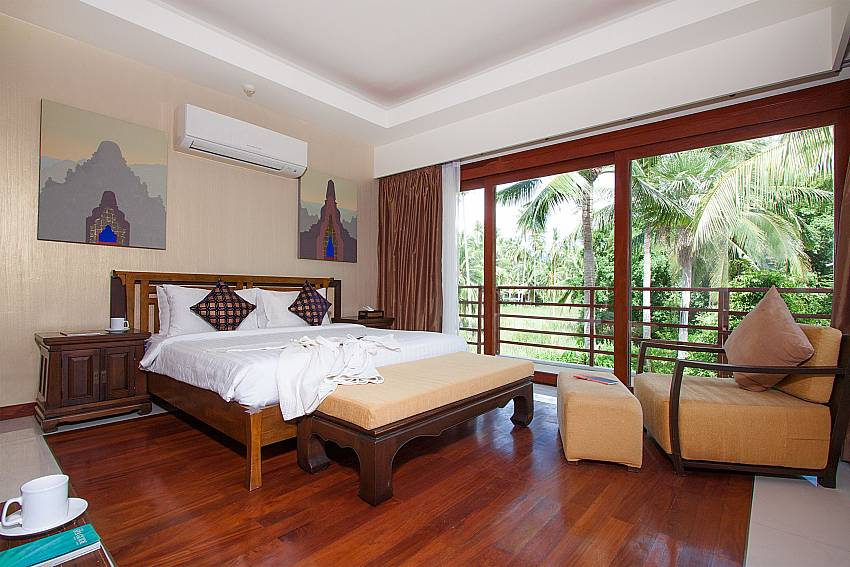 2. bedroom with king size bed-Villa Alkira_Lipa Noi_Samui_Thailand