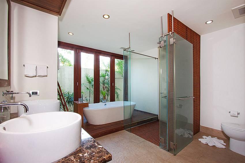 3. deluxe en-suite bathroom-Villa Alkira_Lipa Noi_Koh Samui_Thailand