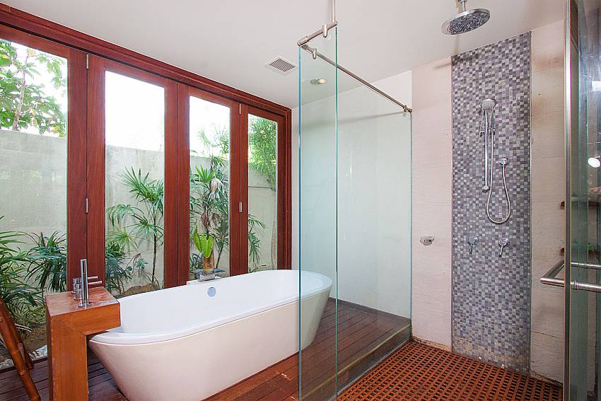 high quality bathrooms in-Villa Alkira_Lipa Noi_Samui_Thailand