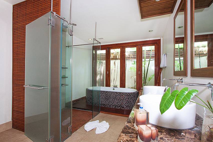5. en suite baht with tube at-Villa Alkira_Lipa Noi_Samui_Thailand