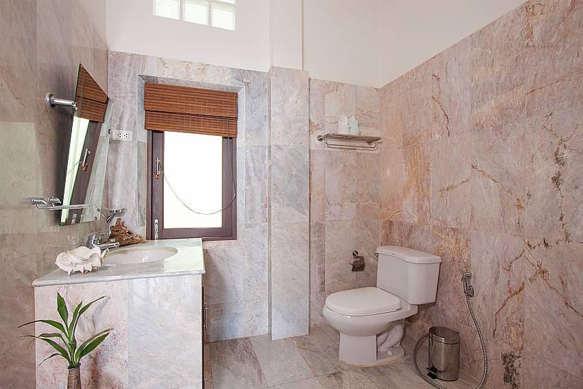guest toilet in-Jer Villa_Bang Por_Koh Samui_Thailand