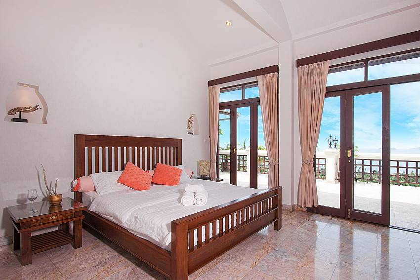 king size bedroom with terrace-Villa Werona