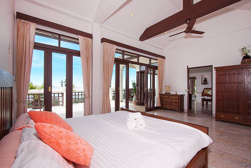 luxurious king size bedroom-Villa Werona_Bang Por_Samui_Thailand