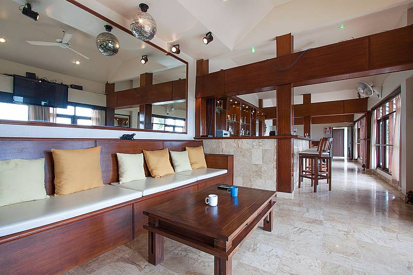Relax in the spacious living room-Villa Werona_Bang Por_Samui_Thailand