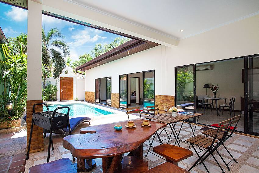 Luxury pool area-Villa Majestic 40_Pratumnak Hill_Pattaya_Thailand