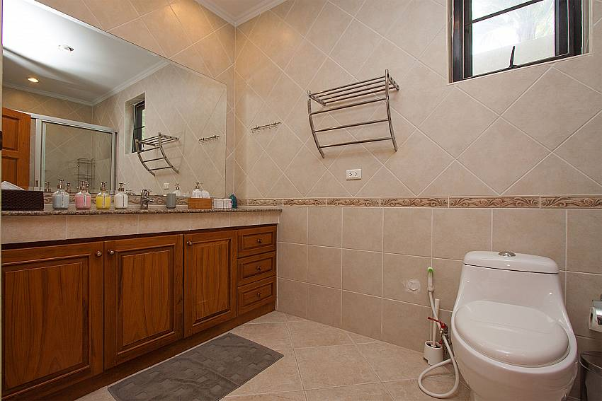 2nd bathroom atVilla Majestic 40 Pratumnak Pattaya Thailand