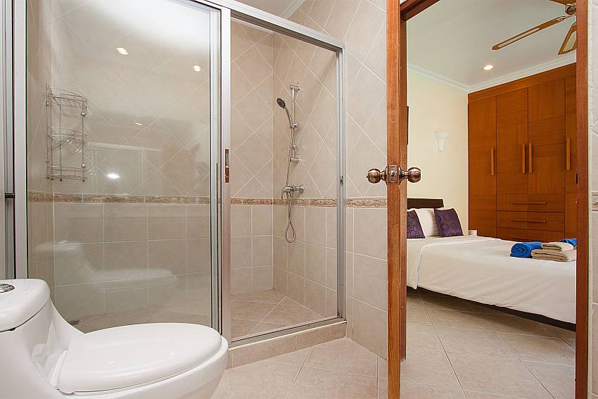 2nd ensuite bathroom in Villa Majestic 40 Pratumnak Pattaya Thailand