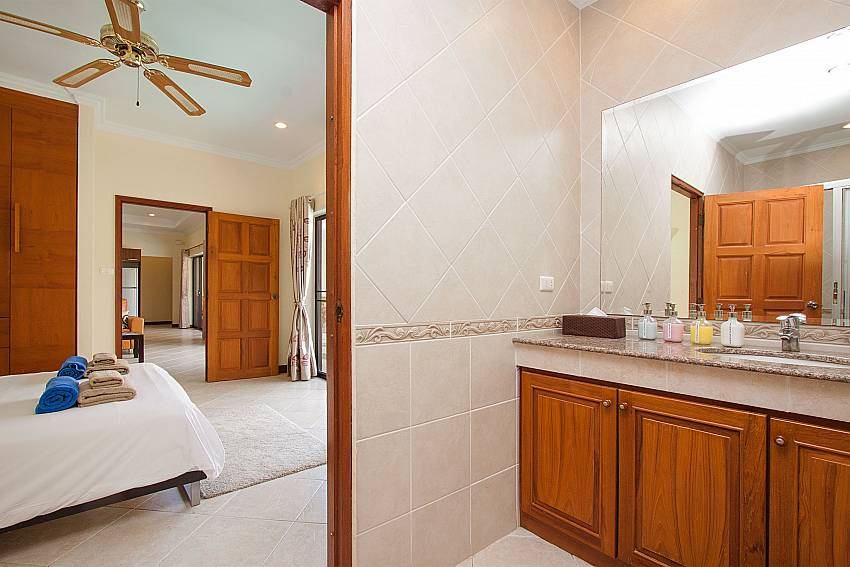 guest bathroom at Villa Majestic 40 Pratumnak Pattaya Thailand