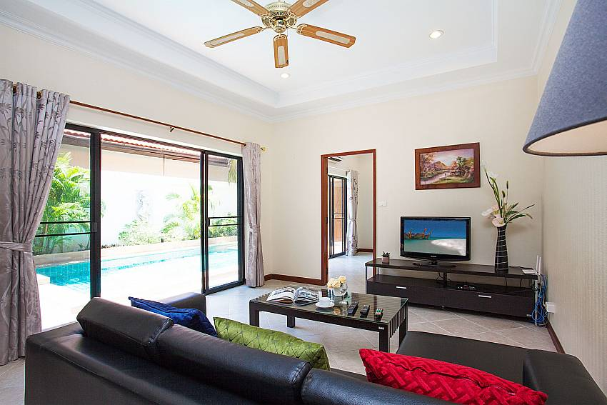 Living room with TV and direct pool access in Pratumnak Pattaya