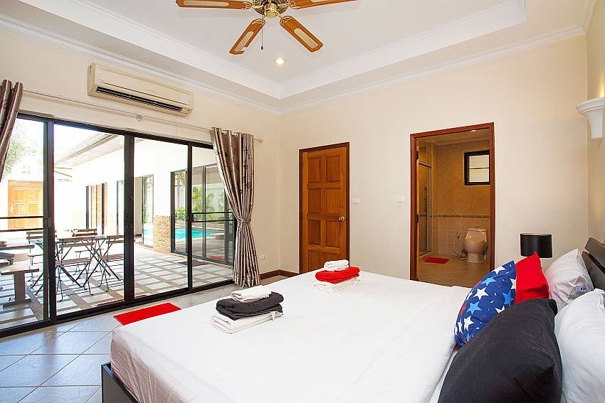 air-con and sealing in 1. bedroom at Pratumnak Pattaya Thailand