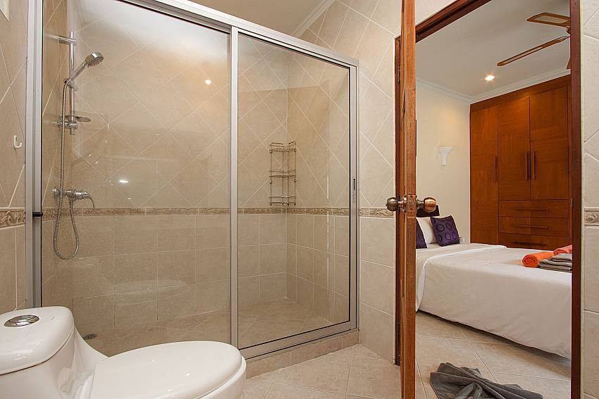 En-suite guest bathroom at Villa Majestic 41 Pratumnak Pattaya Thailand