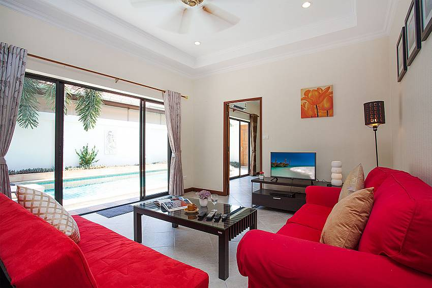 Living area with TV and direct pool access in Villa Majestic 41 Pratumnak Pattaya Thailand