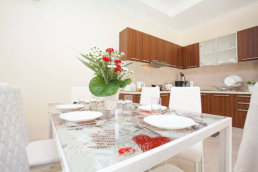4-seat dining table by the kitchen at Villa Majestic 41 Pratumnak Pattaya Thailand