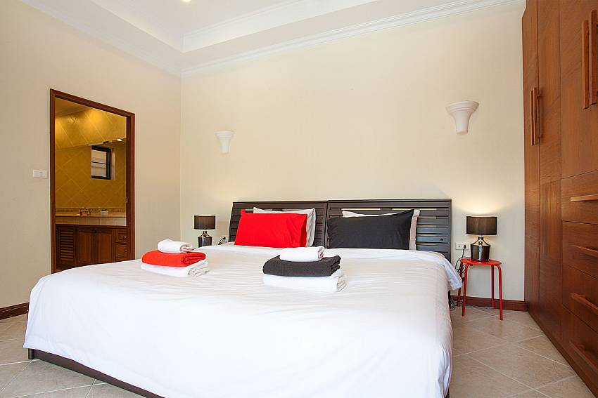 2. bedroom with double bed and ensuite bathroom at Villa Majestic 41 Pratumnak Pattaya Thailand