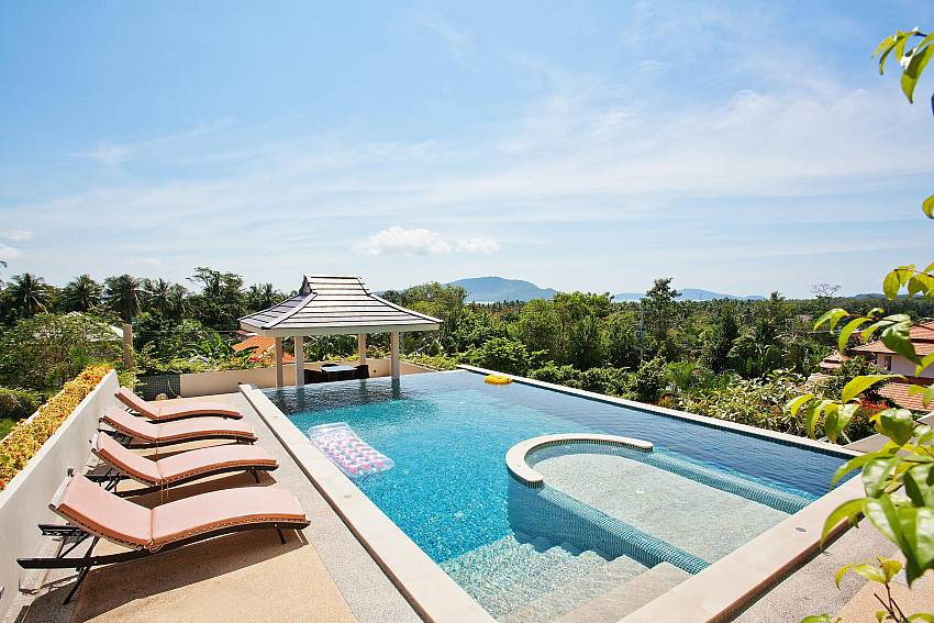 Children's pool with jet-spa-Ocean Breeze_5 Bedroom Villa_Private Pools_Rawai_Phuket_Thailand