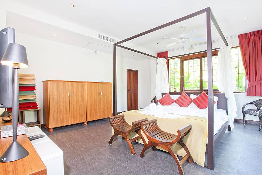 Master Bedroom 1-Ocean Breeze_5 Bedroom Villa_Private Pools_Rawai_Phuket_Thailand