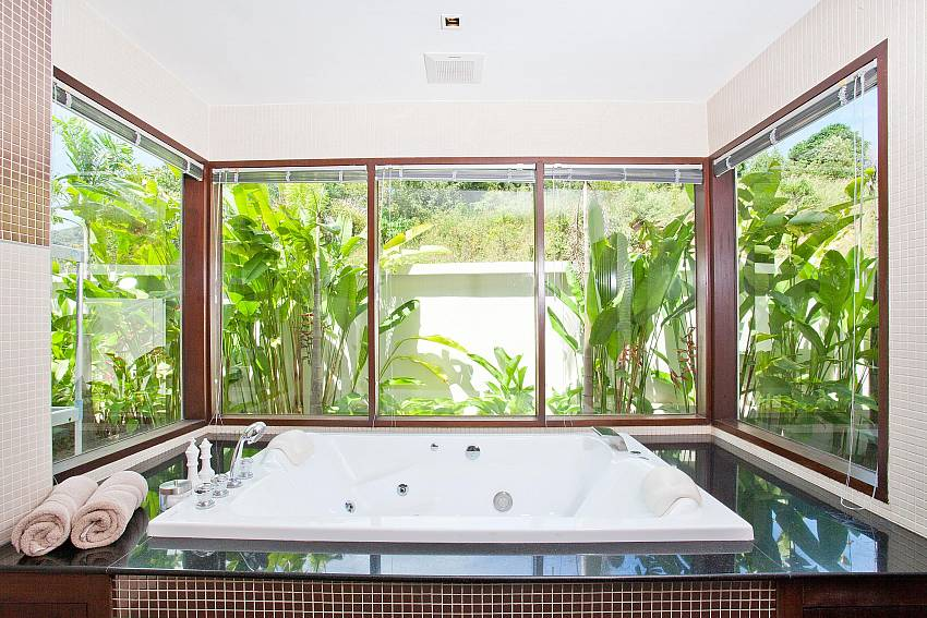 Jacuzzi-Ocean Breeze_5 Bedroom Villa_Private Pools_Rawai_Phuket_Thailand