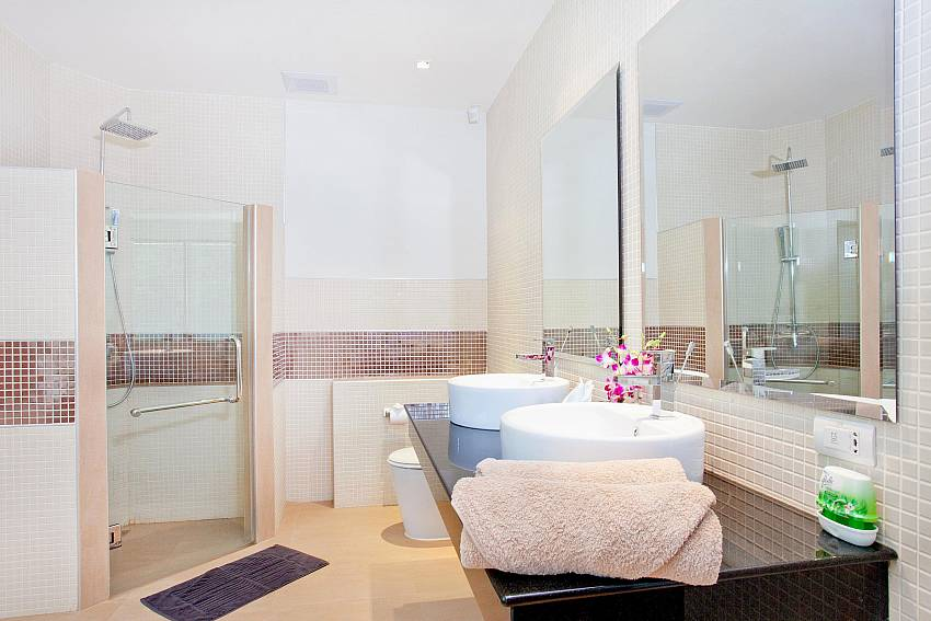 Upstairs Bathroom-Ocean Breeze_5 Bedroom Villa_Private Pools_Rawai_Phuket_Thailand