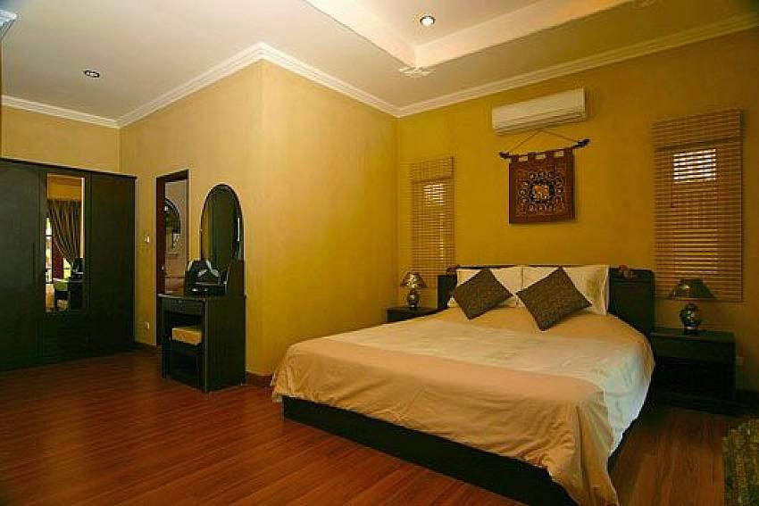 Master bedroom Of Baan Sabai