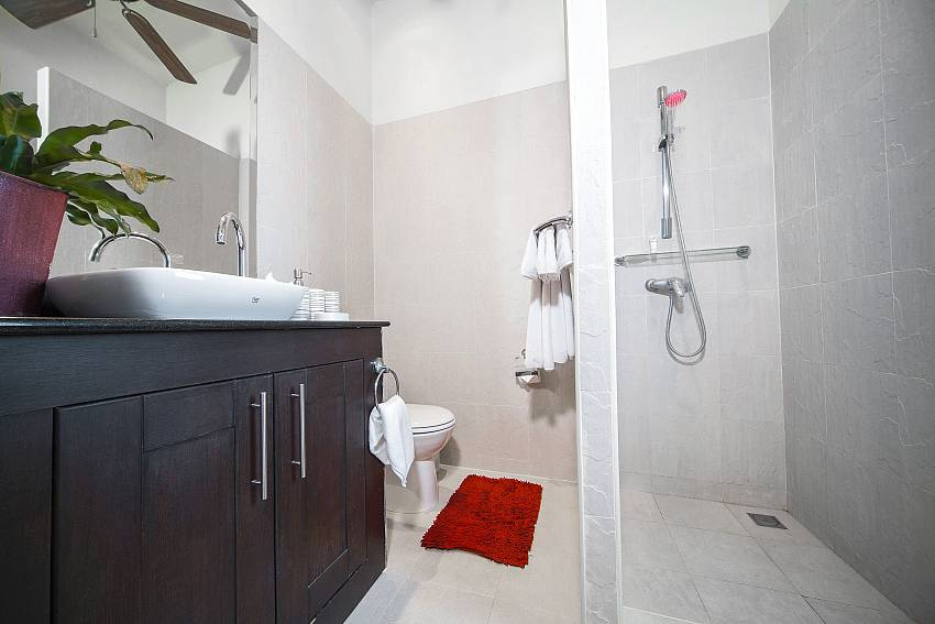Bathroom 2-Villa Gaew Jiranai_4 Bedroom_ Family Villa_Private Pool_Nai Narn_Rawai_Phuket_Thailand