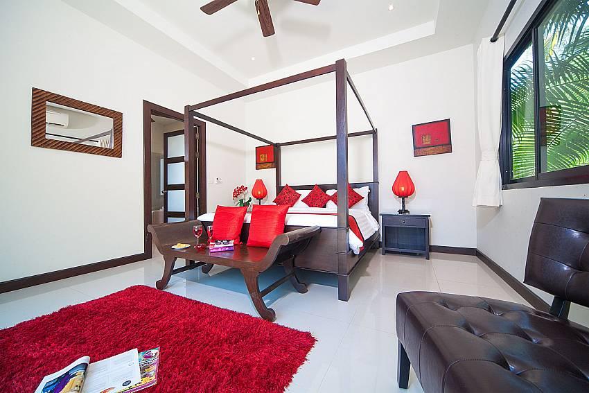 Master bedroom at Villa Gaew Jiranai in South Phuket