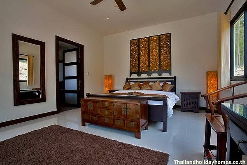 Master Bedroom-Phailin Talay_4 Bedroom_Family Pool Villa_Nai Harn_Rawai_Phuket_Thailand