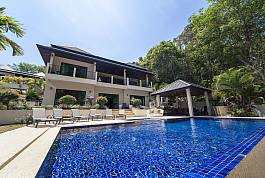 2 Storey 6br Pool Villa with large pool, BBQ Area and Stunning Interior Design