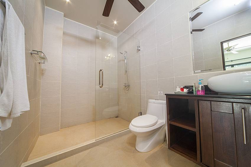 Western Style Bathrooms-Ploi Attitaya_6 bedroom villa_Private Pool_Nai Harn_Rawai_Phuket_Thailand