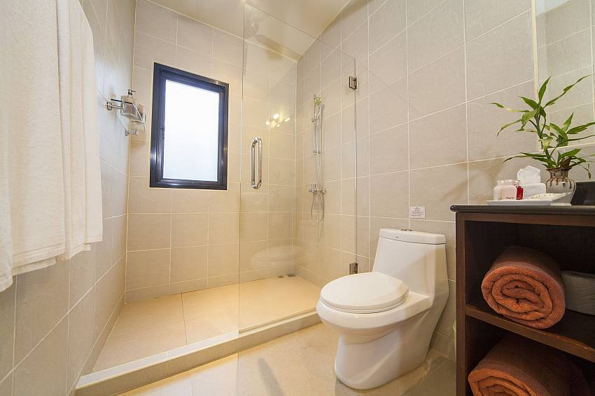 All Bathrooms En Suite-Ploi Attitaya_6 bedroom villa_Private Pool_Nai Harn_Rawai_Phuket_Thailand
