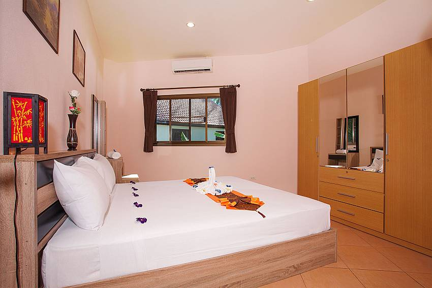Second bedroom with king-size bed Chaweng Wan Hyud Apartment No.12 Ko Samui