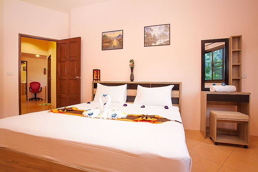 2. king-size bedroom in Chaweng Wan Hyud Apartment No.12 Samui