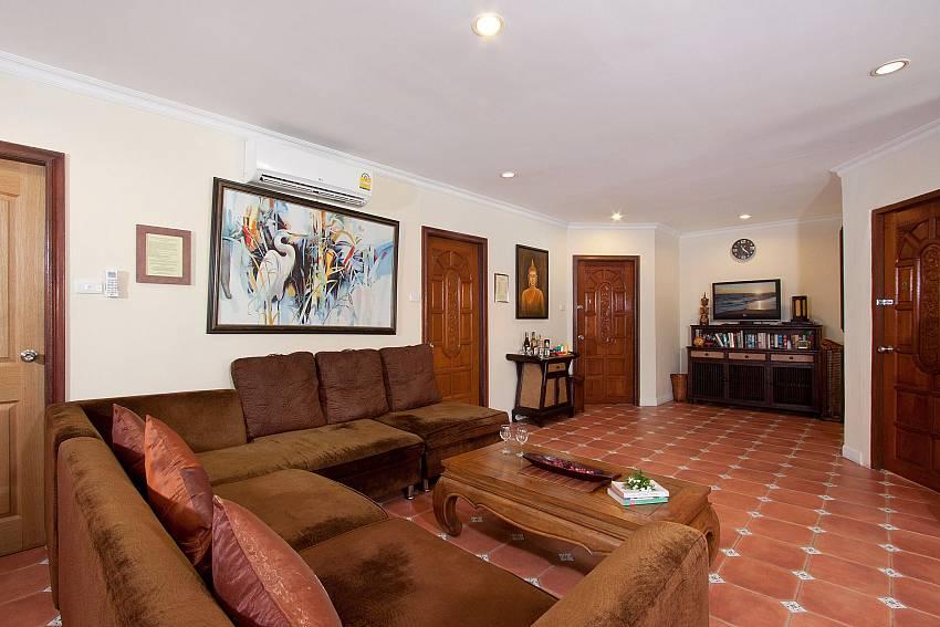 Living Room-Nai Mueang Klang_4 Bedroom_Pool Villa_Pattaya_Thailand