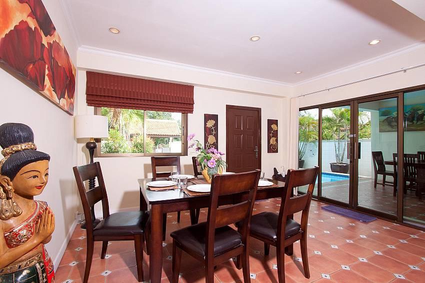 Dining Area-Nai Mueang Klang_4 Bedroom_Pool Villa_Pattaya_Thailand