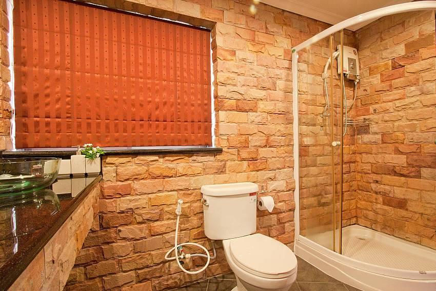 Main Bathroom-Nai Mueang Klang_4 Bedroom_Pool Villa_Pattaya_Thailand
