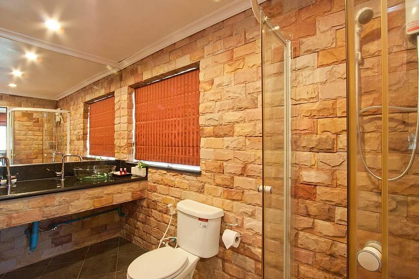 Spacious bathroom at Nai Mueang Klang Pattaya