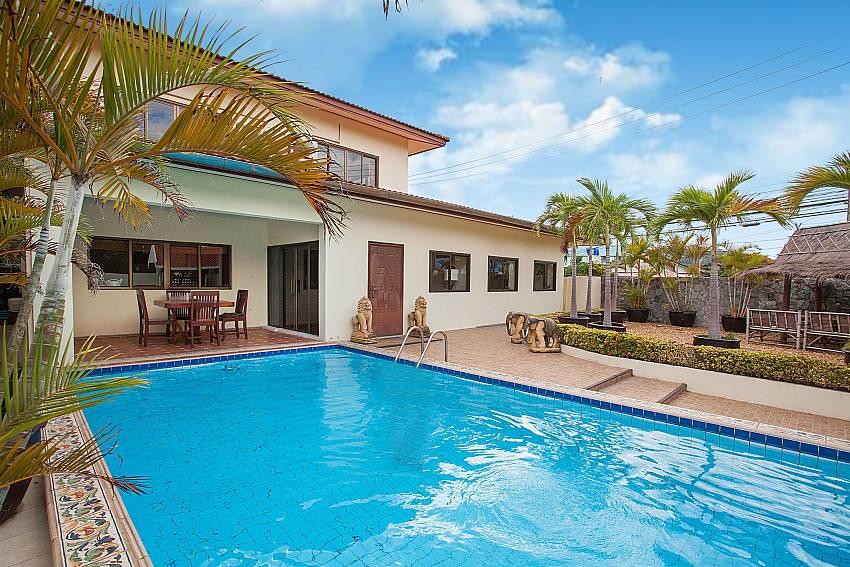 Big private pool at 4 bed villa Nai Mueang Klang in Pattaya