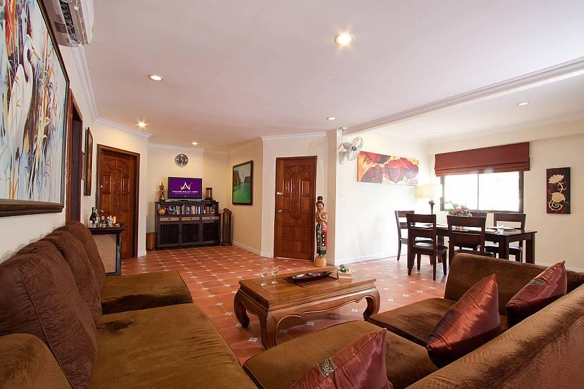 Open plan living and dining area in 4 bed villa Nai Mueang Klang Pattaya