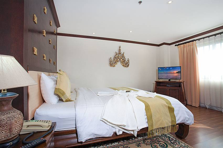 Bedroom with double bed and TV at Nirvana Apartment No.603 South Pattaya