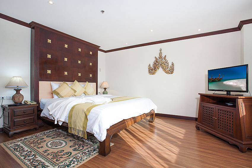 King size bedroom no. 2 at 4 seat dining table at Nirvana Apartment No.603 Jomtien Pattaya