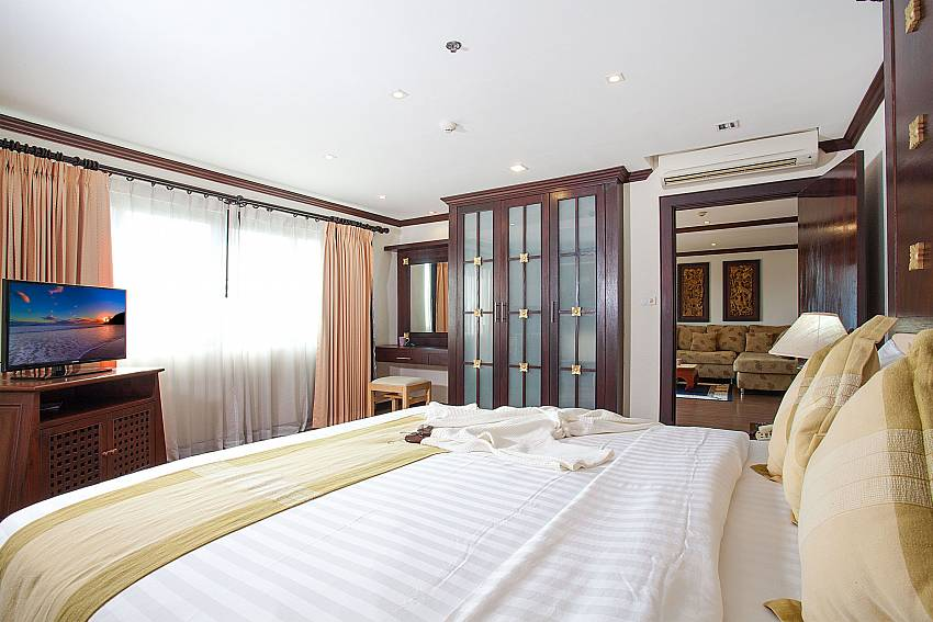 Guest bedroom with double bed and TV at 4 seat dining table at Nirvana Apartment No.603 Jomtien Pattaya