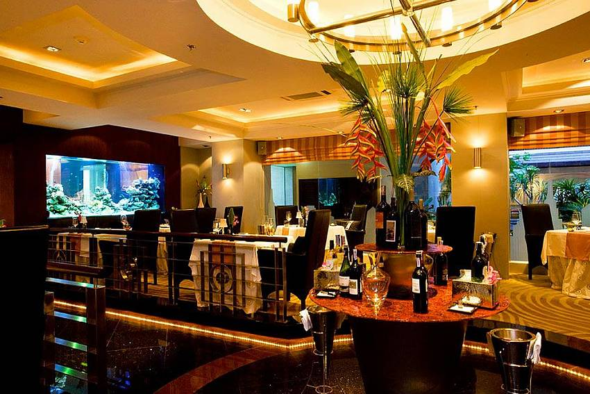 Manhattan Restaurant in Nirvana Place Codo with Nirvana Apartment No.603 in Jomtien Pattaya