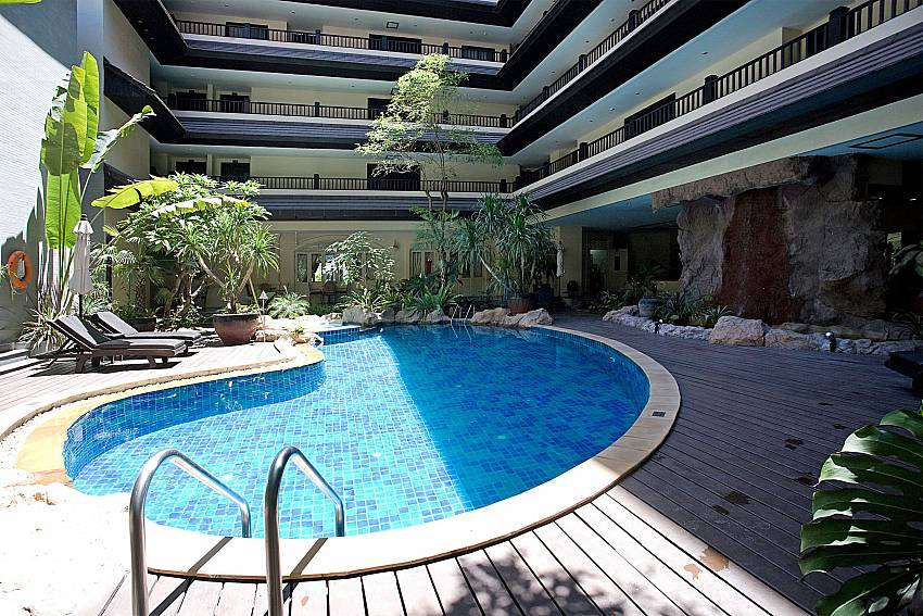 Commulal pool for guests of Nirvana Apartment No.603 in Jomtien Pattaya